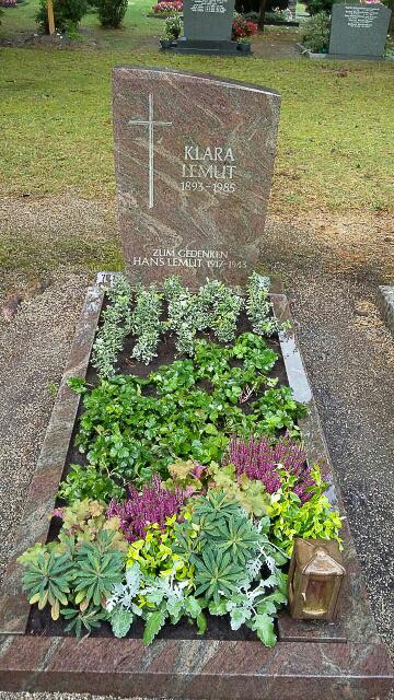 Grabplflege vorher - nachher in Röthenbach Pegnitz - Blumen Werner